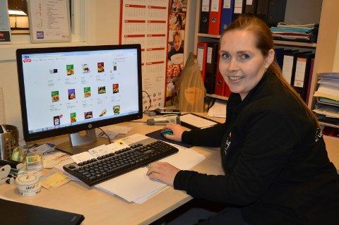 DRIVER NETTBUTIKKEN. Før kjøpte Eva Stensrud varene til matnet.no i Meny på Pindsle. Fra 1. januar i år har hun planlagt Meny Pindsles egen nettbutikk.