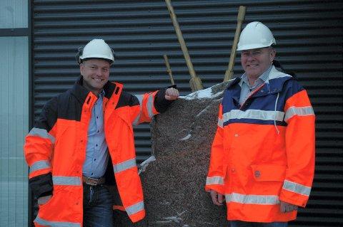 BLIR STØRRE: Vestfold Fjellboring AS, her ved administrerende direktør Oddbjørn Røed (t.v.) og styreleder Eivind Røed, danner et nytt selskap sammen med svenske Norrbottens Bergteknik AB.