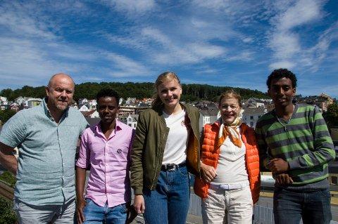 Yelpi er en flott mulighet for både jobb og hjelp til tjenester, mener Bjarte Gjone i NAV, Msgna Kemane Haile, Synne Heian, Mille-Marie Ttreschow og Filmon Kebid.
