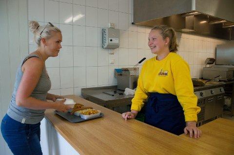 Anna Eick Heide har hendene fulle på Foldvik familiepark denne sommeren.
