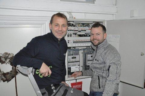 OPPDRAGENE STÅR I KØ: Geir Mathisen og Svein Tore Hedberg har hektiske dager i nystartede Fjorden Elektro.