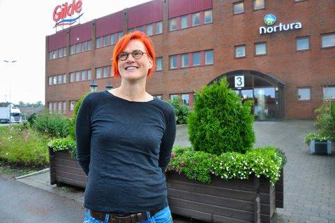 GLEDER SEG: Fabrikksjef Therese Ryan ved Norturas slakteri i Tønsberg gleder seg over at flere av CO₂-fabrikkene i Europa nå er i gang med produksjon igjen.