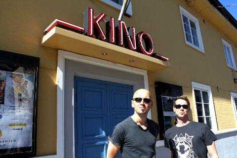 BRA KINO: Peter Spence og Fredrik Arntzen hadde ennå ikke sett filmen «Pixels» da Amta intervjuet dem, men de visste hvor de skulle se den. - Vi må jo gå på Drøbak kino! sier Arntzen. Spence er enig, og påpeker at det er en veldig bra kino.