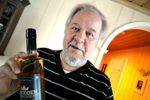 Akevittvenn: Nesodden akevittens venner fikk Helsedirektoratet på nakken etter å ha mottatt åtte flasker, forteller Arne Nergaard.