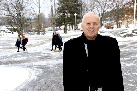 Advarer: Rektor ved Seiersten ungdomsskole,  Kjell Gunnar Moen , tror ikke foreldrene helt forstår hva som skjer nård det gjelder misbruk av rusmidler.Foto: Ole Jonny Johansen