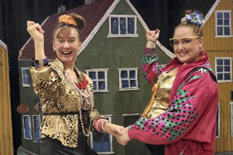 Humør: Niina Bjørklund og Ann Helen K. Hageberg byr på mye glede.