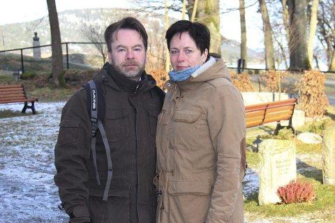 Glemmer aldri: – Det som har skjedd vil alltid prege oss, sier Trond Nikolaisen og Sigrun Omsland Nikolaisen.Foto: Ole Jonny Johansen
