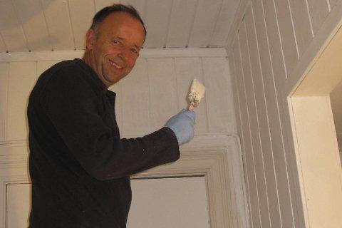 Dugnad: Styreleder Morten Bøhlerengen og dugnadsgjengen har holdt bygningen i god stand gjennom de siste 54 årene. Foto: Anne Degerud Bøhlerengen