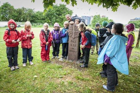 Klar-ferdig-gå: 1.-klassingene klare til start fra Middelalderparken i Oslo med initiativtaker og lærer Bjørn Lindros i 2009.  foto: Brit Pedersen