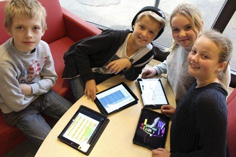 Motiverte: Christoffer (f.v.), Mathias, Constance og Mia synes skolearbeid er morsommere på iPad.Arkiv