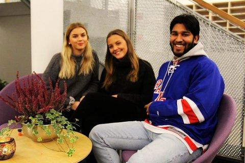 VAKSINASJON: Margrethe Tandberg, Ine-Rebecca Fransvaag og Ananda Prashar ber alle avgangselever om å vaksinere seg  mot smittsom hjernehinnebetennelse. FOTO: Ole Jonny Johansen