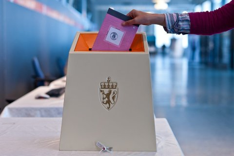 PAPIR: Nesten 200.000 stemmesedler er bestilt til Frogns 12000 stemmeberettigede. Trolig vil under 10.000 avgi stemme, hvilket gjør mengden returpapir betydelig.