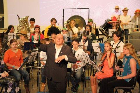 EGET VERK: – Vi i Nordre Nesodden skolekorps er veldig fornøyde med å ha fått penger til vårt helt egne bestillingsverk, stråler dirigent Morten Apelman.