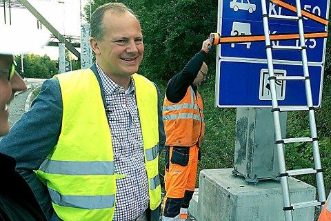 VIL IKKE BEKREFTE: - Avgjørelsen er ikke fattet, sier samferdselsminister Ketil Solvik-Olsen om ny tunnel under Oslofjorden. Bildet er fra sommeren 2016 da Solvik-Olsen slo av pengeinnkrevingen i Oslofjordtunnelen. Foto: Pål Brikt Olsen