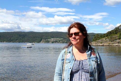 Renate Paulseth, foreldrekontakt for 8.-klasse ved Dyrløkke skole, håper at det ikke skjer igjen at en badebrygge vipper rundt slik som da elevene var på strandtur på Skipelle.