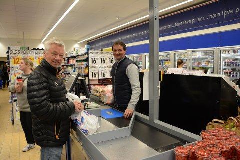 TRAVELT: Det ble en travel åpningsdag for Ove Mannsverk og hans ansatte.