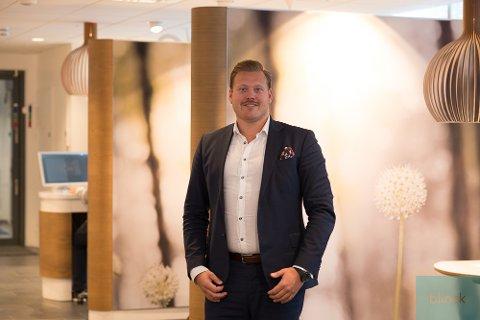 Megler: Joachim Norum Larsen ved DnB Eiendom i Drøbak tjente om lag 1,6 millioner kroner i fjor.