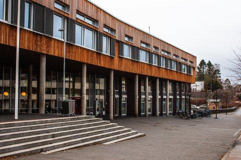 FLERE NYE: I løpet av oktober fikk Nesodden 28 nye selskap. Her ser vi bilder av kommunens hovedbygg, Tangenten.