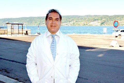 KRITISK: Frognlegen Seyed Omid Hosseini stiller seg kritisk til at folk bruker tid på skattelistene.