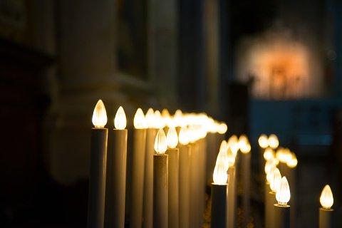 STØRSTE DAGEN: Det er Julaften som er den aller største dagen i den norske kirke, i hvert fall om en skal bedømme etter besøkstall. I hele Norge går 10,7 prosent av befolkningen i kirken den 24. desember, mens andelen i Nesodden er på kun syv prosent. (Illustrasjonsbilde)