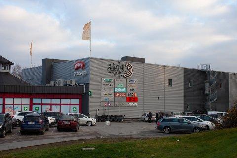 LOKALE: Svein Magne Sirnes ber folk i Drøbak om å bruke de lokale firmaene som finnes i Frogn kommune.