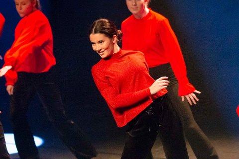 UTFORDRES: Mia Isabel Bernardo (15) liker å bli utfordret gjennom dans.
