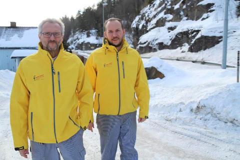 SPENTE:  Vi har hørt om planlagt boligbygging på Dal i mange år uten at noe har skjedd, sier Leif Erik Sivertsen og Erik Sivertsen (t.h.). FOTO: Ole Jonny Johansen