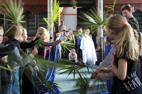 Palmesøndag: Jesu inntog i Jerusalem fremført med innlevelse.