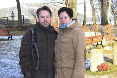 MARERITTET: Sigrun Omsland Nikolaisen og Trond Nikolaisen forteller om hvordan de har opplevd tiden etter at sønnen Petter ble påkjørt og drept i en sykkelulykke. FOTO: Ole Jonny Johansen