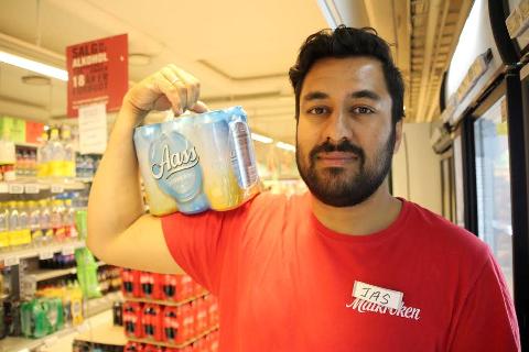 ØLTYV: - Men en sixpack med øl løp tyven ut fra butikken, sier  Jas Karan hos Matkroken i Drøbak. FOTO: Ole Jonny Johansen