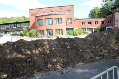 GRAVES: Gravingen før å gjøre plass til paviljongene er allerede i gang. FOTO: Ole Jonny Johansen