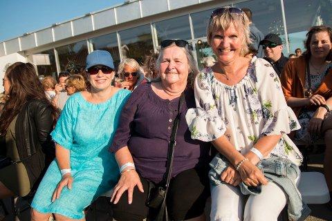 TROFASTE: Fv: Christina Dahl, Astrid Olaussen og Ingunn Nilsen reiser land og strand rundt for å høre DDE.