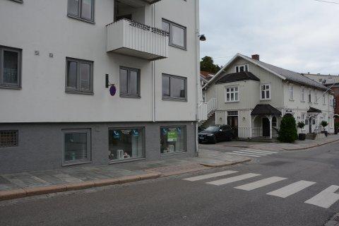 SOLGT: Næringslokalet i Storgata 30 er solgt til 800.000 kroner.