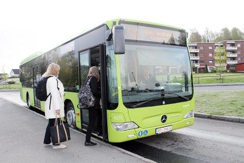 Buss: – Stengingen av Nordbytunnelen har i langt mindre grad påvirket våre kunder i år, sier pressevakt i Ruter Øystein Dahl Johansen.