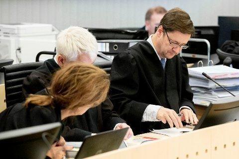 Eirik Jensens forsvarerteam, John Christian Elden (t.h), Sidsel Katralen og Thomas Randby, har gjort det de kan for å så tvil om Eirik Jensen er skyldig i grov korrupsjon og medvirkning til innførsel av tonnevis av hasj.
