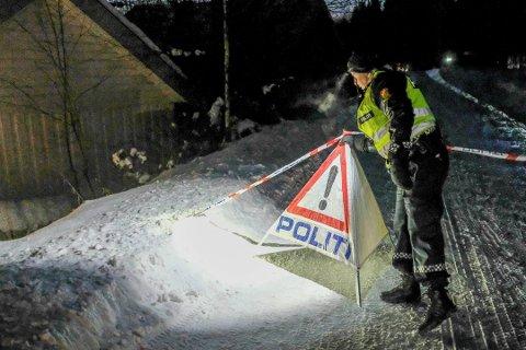 DRAP: Politiet gjør undersøkelser i Brumunddal i forbindelse med drapet på Janne Jemtland i 2018.