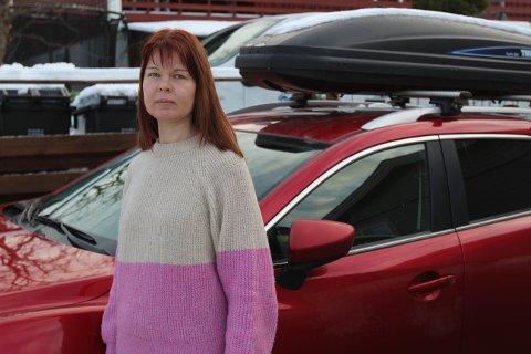 PÅKJØRT: Ilse Esite sier at bilen hennes ble kjørt på av en lastebil til Bring. Bring svarer med å si at de ikke hadde noen lastebil ved Tangen senter på tidspunktet Ilse forteller om.