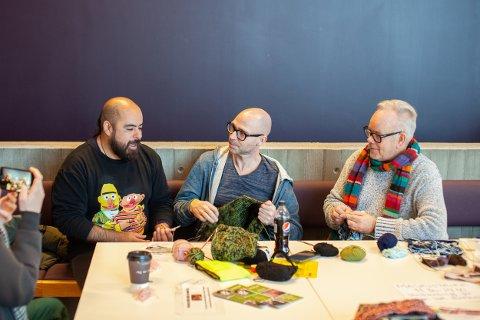 Ricardo Higuera, Remi Tasc Moen og Arvid Dalseth Iversen ønsker å  gjøre det mer akseptabelt for menn å strikke.