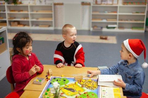Fine navn: Disse barna i Drøbak Montessori barnehage heter Aurora, Elliot og Theodor. Sistnevnte navn ligger som nr. 4 over de mest populære navnene i Follo.
