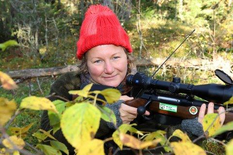 På post: Anita Fatnes trives på jakt, her i nesoddskogen.