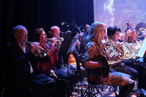 Her er Drøbak musikkorps under jubileumskonserten på Smia i fjor, da de feiret korpsets 80 år.