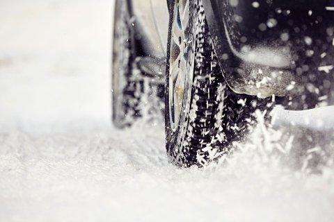 Dersom du bruker sommerdekk om vinteren kan det koste deg dyrt.