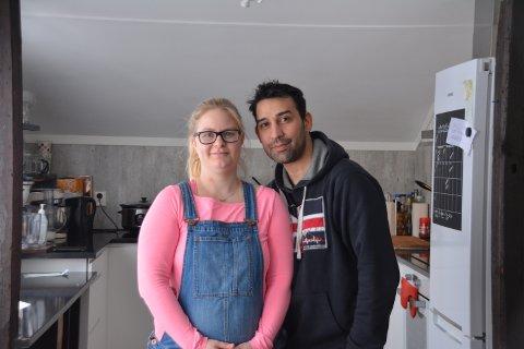 Greske fristelser: Bak Mama Greek Kitchen står paret Pia Emilie Nordli og Antonis Giontzis. De gleder seg til å starte driften denne helgen. Foto: Henriette Skaatsveen