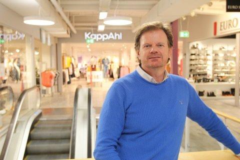 BRA BESØKT: Senterleder Ragnar Sørlie forteller at mellom 25.000 og 27.000 mennesker besøker Amfi Drøbak City hver uke. FOTO: Arkiv