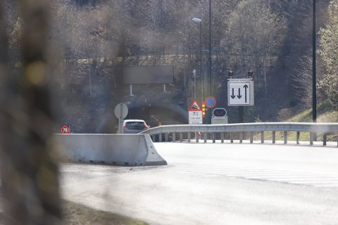 RYKKET UT: Det var like etter klokken 16:00 politiet meldte om røykutvikling i et vogntog.