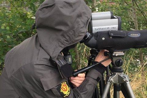 KONTROLLER: Hele denne uken gjennomfører Utrykningspolitiet en rekke kontroller langs veiene i hele Norge. Foto: (Utrykningspolitiet)