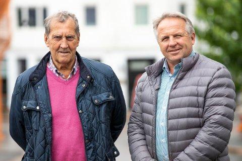 BEHANDLER SAKER: Kontrollutvalgets medlem Ole Scheie og leder Per Sætre Aas mener at dialogen med bransjen har blitt bedre.