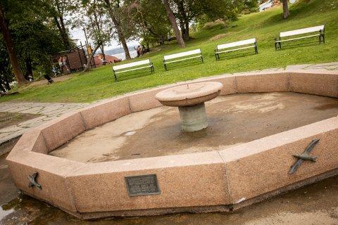 HVOR ER DEN? Mange har sikkert undret seg på hvor statuen i fontenen har blitt av.