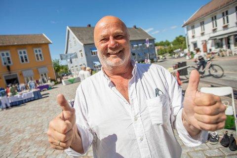 TOMMEL OPP: Per Klynderud fikk tilbudet mandag 1. juni om serveringsplassen på torget. Etter å ha vært i en dialog med kommunen, ble det offentlig fredag morgen at han takket ja til torgplassen.