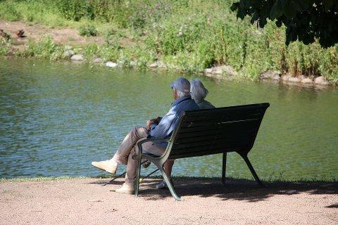 ELDREINNTEKT: Gjennomsnittlig bruttoinntekt for dem som er 62 år eller eldre i Norge ligger på knapt 430.000 kroner. I Frogn er snittet 62.000 kroner mer. (Illustrasjonsfoto)